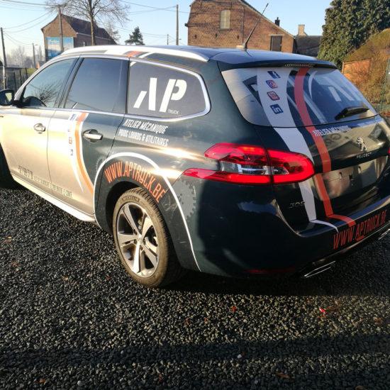 Lettrage d'une voiture pour AP Truck - Grafipix