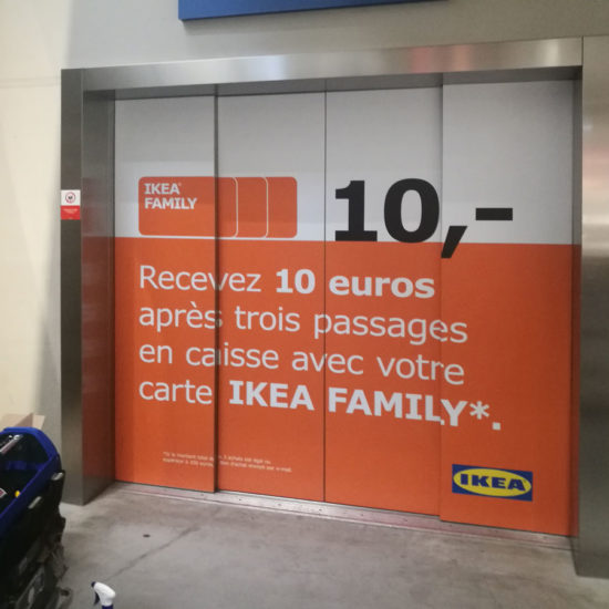 Pose d'autocollants full covering sur des portes d'ascenseur pour IKEA - Grafipix