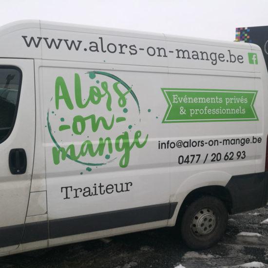 Lettrage d'une camionnette pour le traiteur Alors-on-mange - Grafipix