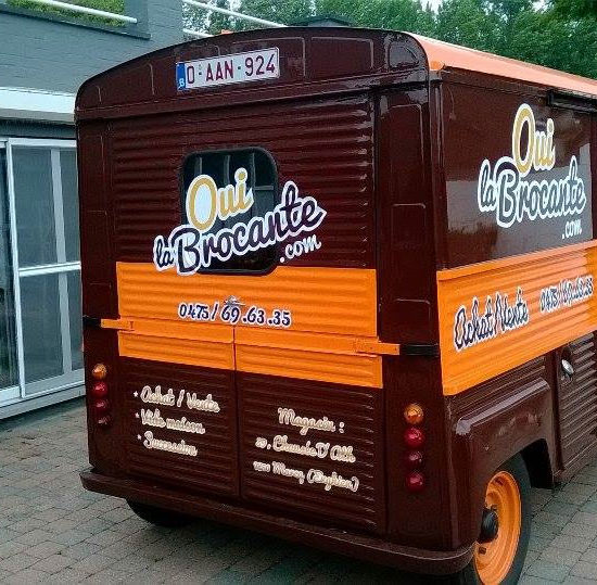 Lettrage d'une camionnette pour Oui la Brocante - Grafipix