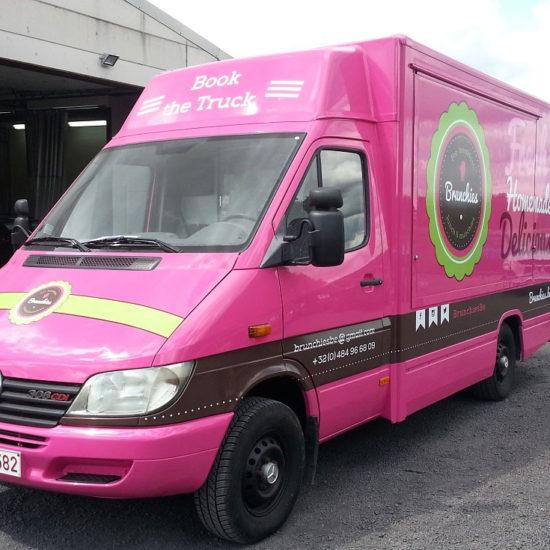 Lettrage d'une camionnette pour Brunchies - Grafipix