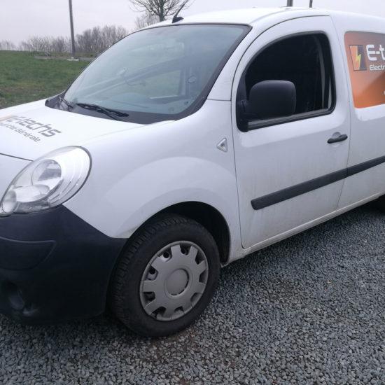 Lettrage d'une camionnette pour E-techs - Grafipix
