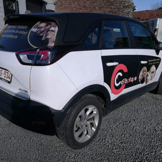 Lettrage d'une voiture pour Cosoptique - Grafipix