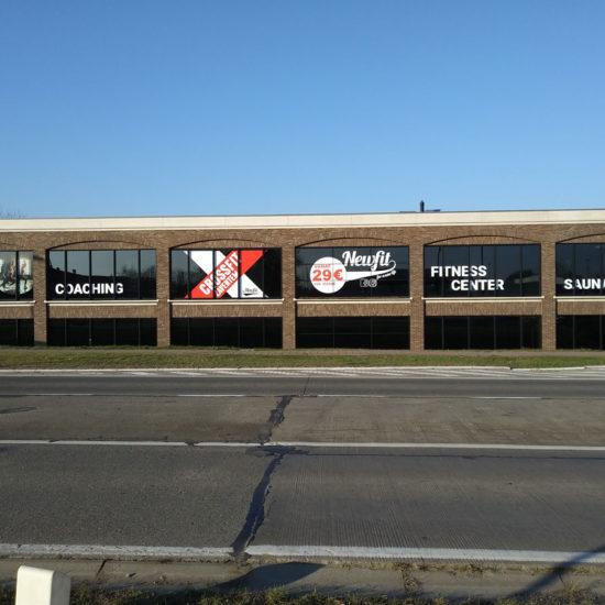 Placement du lettrage de vitrages pour Newfit – Grafipix