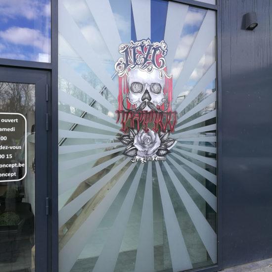 Lettrage d'une vitrine pour NYC Tattoo - Grafipix